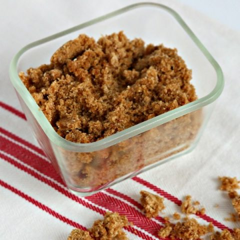 How to Make Brown Sugar | Never run out of brown sugar again. Using 2 ingredients, you can make your own fresh brown sugar! See more on TodaysCreativeLife.com