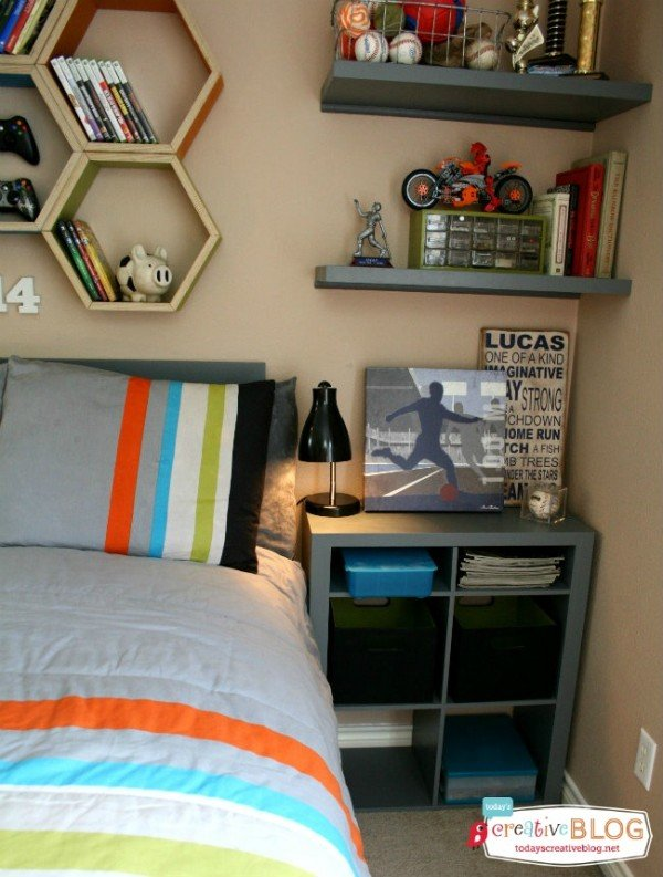 Cool bedroom for teen boys | Boy Bedroom Ideas | Decorate a sports theme boy bedroom | Click on the photo for more details. TodaysCreativeLife.com| Designed with help from Aaron Christensen