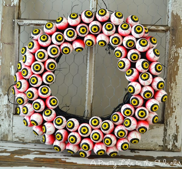 Halloween googly eye wreath