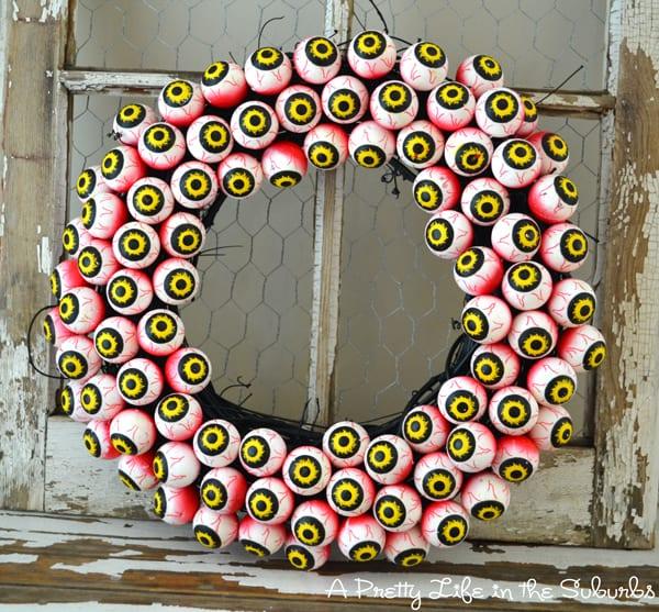 Halloween googly eye wreath