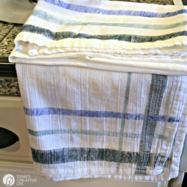 DIY Vintage Kitchen Towels} How To Paint on Fabric | Today's