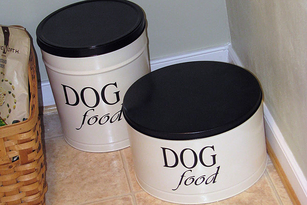 dog food tin