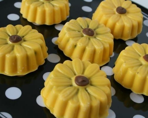 Candy Melt Sunflowers - See how to make adorable treats on Today's Creative Life