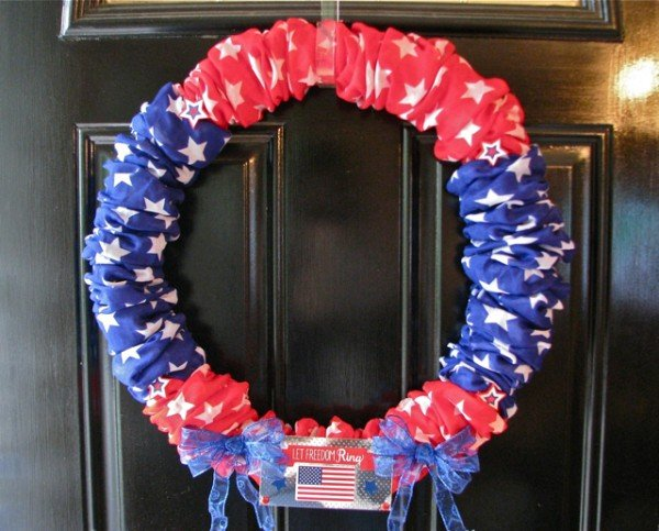 DIY Patriotic Wreath | Memorial Day or 4th of July Door decoration | See more creative ideas on TodaysCreativeLife.com