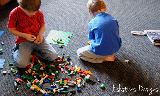 Activities for the Car | Lego Bag designed by Fishsticks Designs | See more creative ideas on TodaysCreativeLife.com