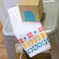 Stenciled Dish Towel | TodaysCreativeBlog.net