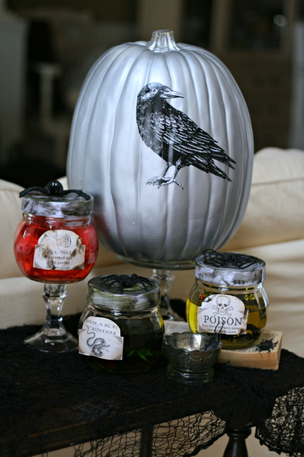 DIY Halloween Apothecary Jars Tutorial | TodaysCreativeLife.com
