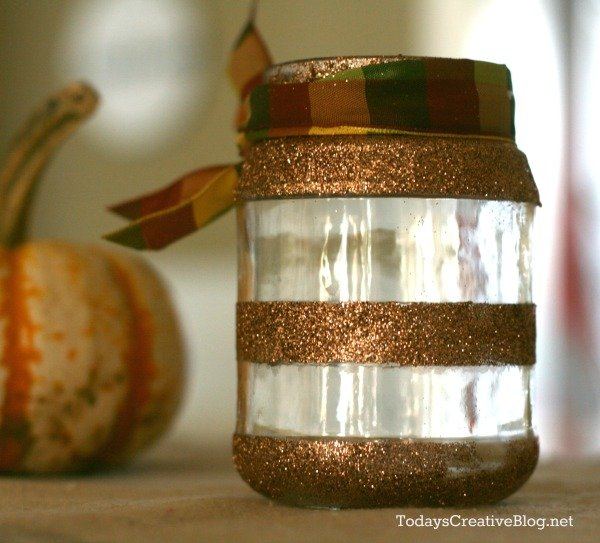 Easy Fall Table Centerpiece | TodaysCreativeBlog.net
