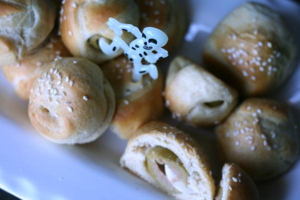Halloween Food | Vampire Away Garlic Bites | TodaysCreativeBlog.net