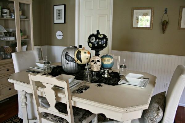 Halloween Table Centerpiece | TodaysCreativeBlog.net
