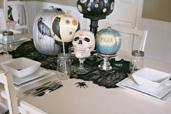 Halloween Table Centerpiece | TodaysCreativeBlog.net