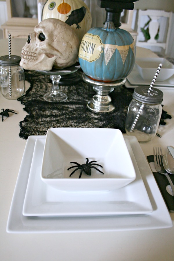 Halloween Table Centerpiece | Easy Halloween Decorating | No Carve Pumpkins | See more at TodaysCreativeLife.com