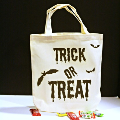 trick or treat bag| Iron on Transfer | TodaysCreativeBlog.net