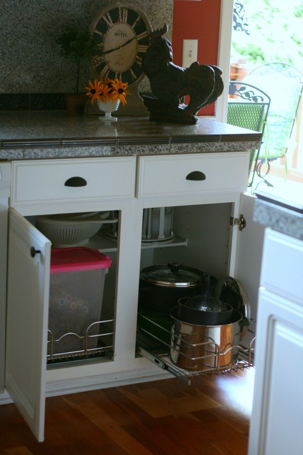 Organizing your Pots & Pans | Simple solutions for organizing your pots and pans with pull out racks. See more at Today's Creative Life