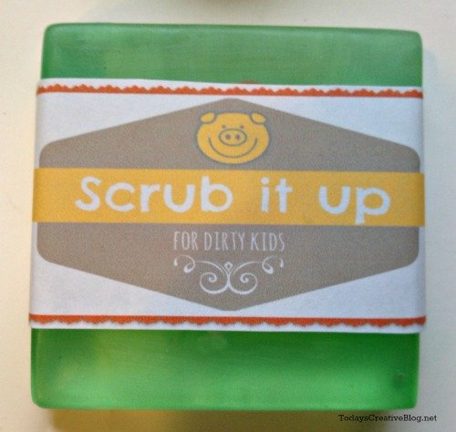 Making soap for kids | TodaysCreativeBlog.net