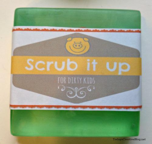 EAsy Gift for Kids | Making soap for kids | TodaysCreativeBlog.net