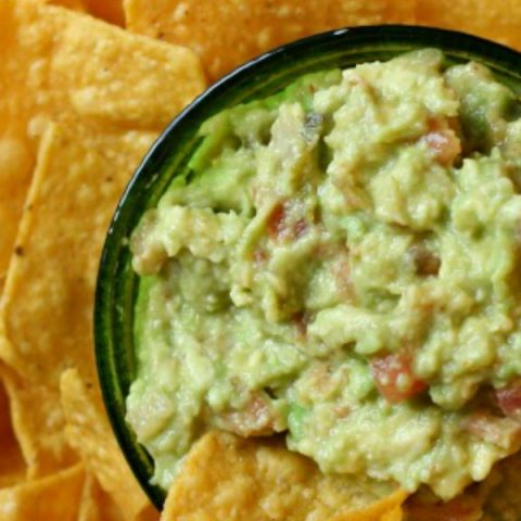Simple Gaucamole Recipe made with Salsa | Quick guacamole dip recipe | Football Food | Super bowl appetizer | Party Food