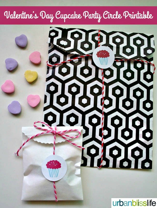 free printable valentine cupcake toppers | TodaysCreativeBlog.net