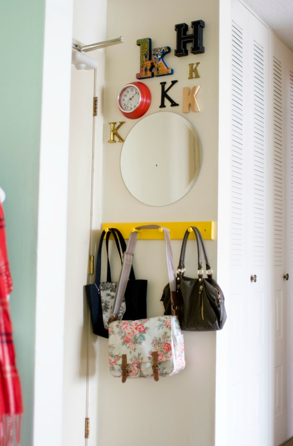 Stylish Apartment Living - Katie's Place | TodaysCreativeBlog.net