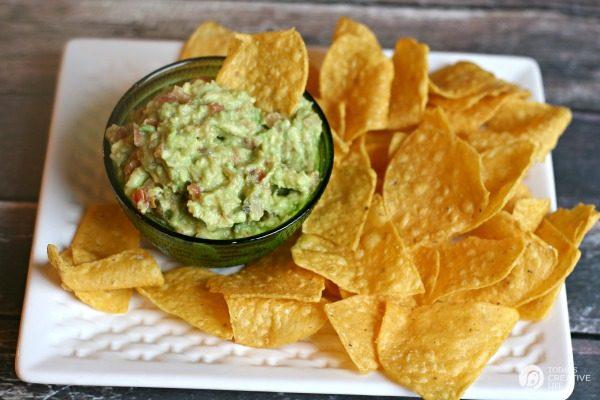 Simple Guacamole Recipe with Salsa   Printable Recipe on TodaysCreativeLife.com