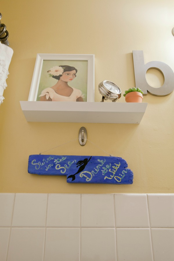 Decorating A Small Bathroom | TodaysCreativeBlog.net