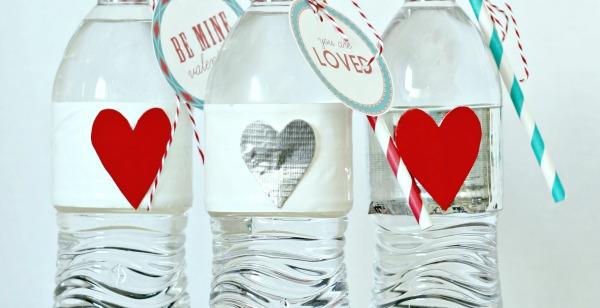 Valentine Party Water Bottles | TodaysCreativeBlog.net