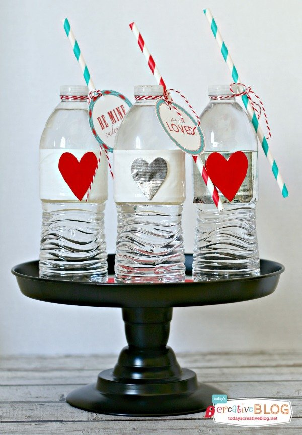 Valentine Party Water Bottles | TodaysCreativeBlog.net