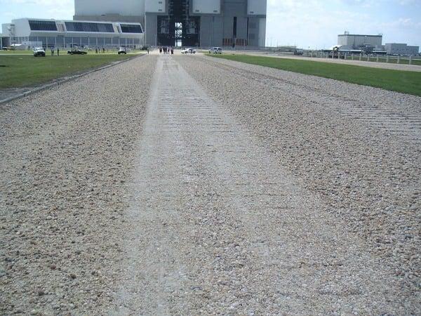 800px-Crawlerway_toward_VAB