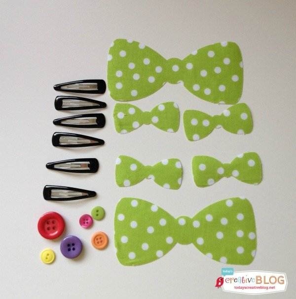 DIY Minnie Mouse Hair Bows - Minnie In Paris | TodaysCreativeBlog.net