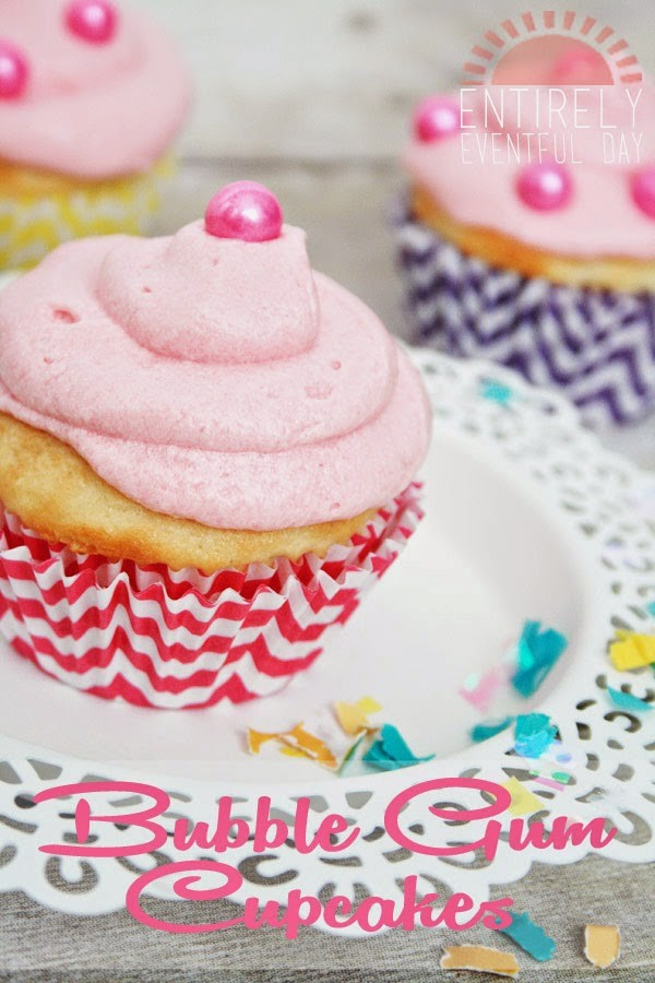Bubble Gum Cupcakes by Entirely Eventful Day for TodaysCreativeblog.net   For more sweet treats, visit TodaysCreativeBlog.net