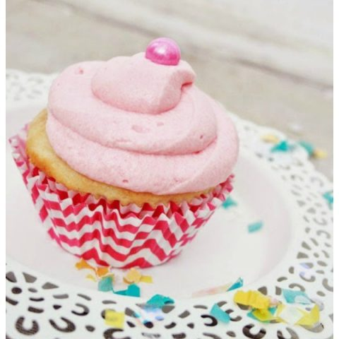 Bubble Gum Cupcakes | Vanilla cupcakes with bubble gum frosting and filling | Birthday party cupcakes | Pink Cake | TodaysCreativeLife.com