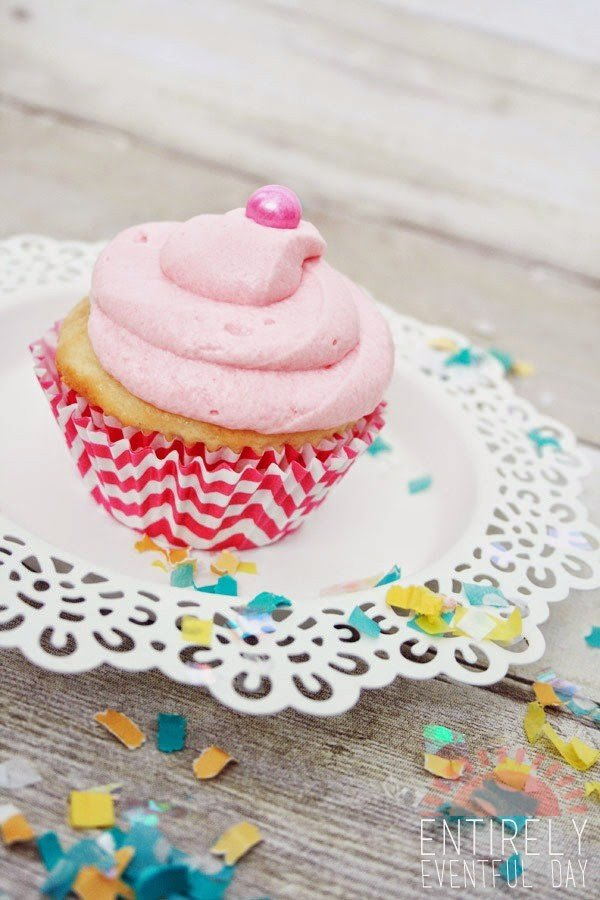 Bubble Gum Cupcakes by Entirely Eventful Day for TodaysCreativeBlog.net