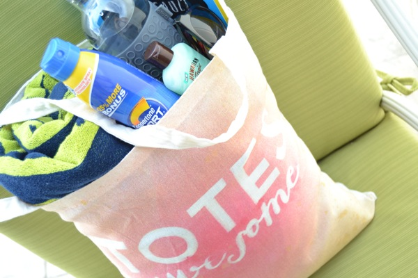 DIY Beach Tote | TodaysCreativeBlog.net