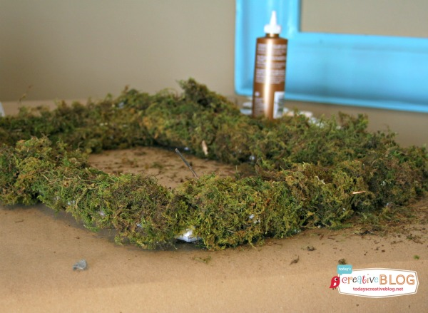 diy moss covered frame | TodaysCreativeBlog.net