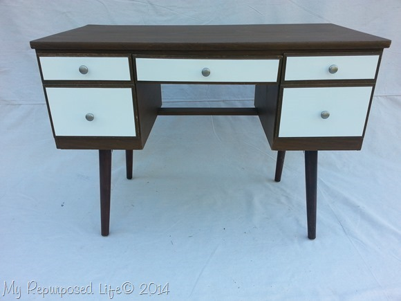 spray painting old furniture today 39 s creative life. Black Bedroom Furniture Sets. Home Design Ideas