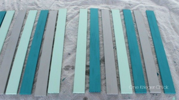 DIY Wood Slat Photo Display | TodaysCreativeBlog.net