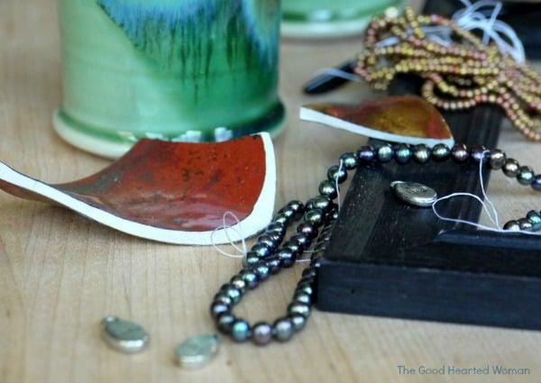 DIY Mosaic Picture Frame | TodaysCreativeBlog.net