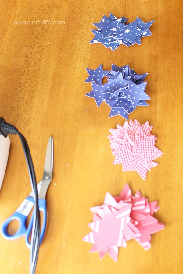 DIY Patriotic Paper Garland | 4th of July decorations | Red White and Blue Ideas | Star decorations | Fourth of July Party Planning and Decor | LaurasCraftyLife.com for TodaysCreativeLife.com
