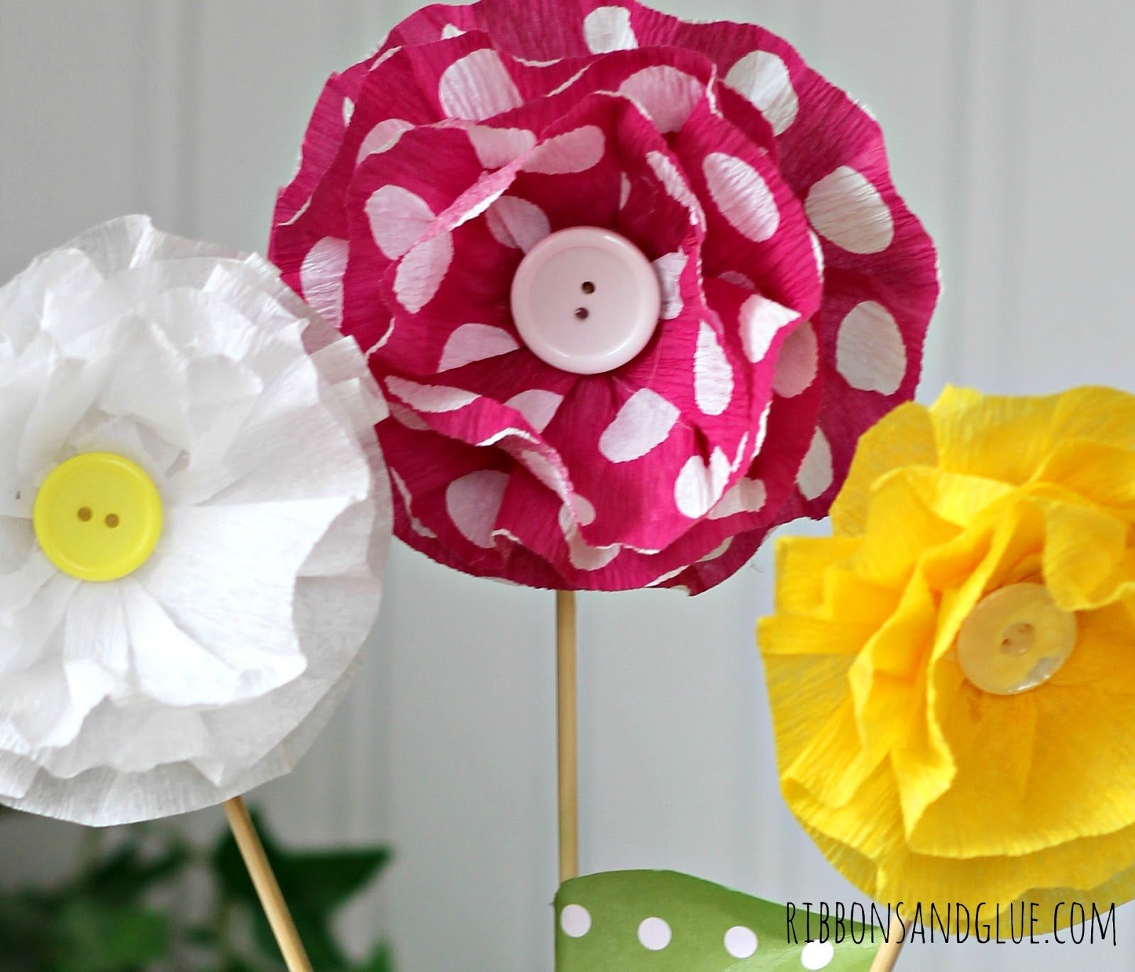 How To Make Crepe Paper Flowers | TodaysCreativeBlog.net