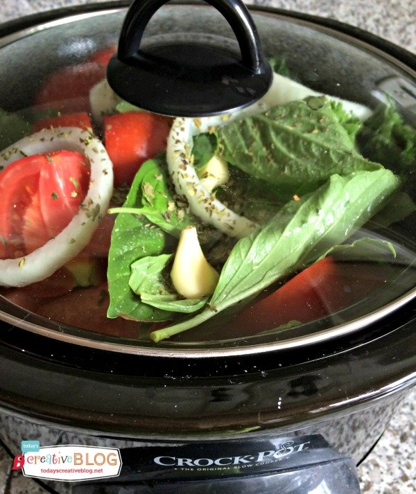 Crockpot Tomato Sauce | Slow Cooker Sundays | TodaysCreativeBlog.net