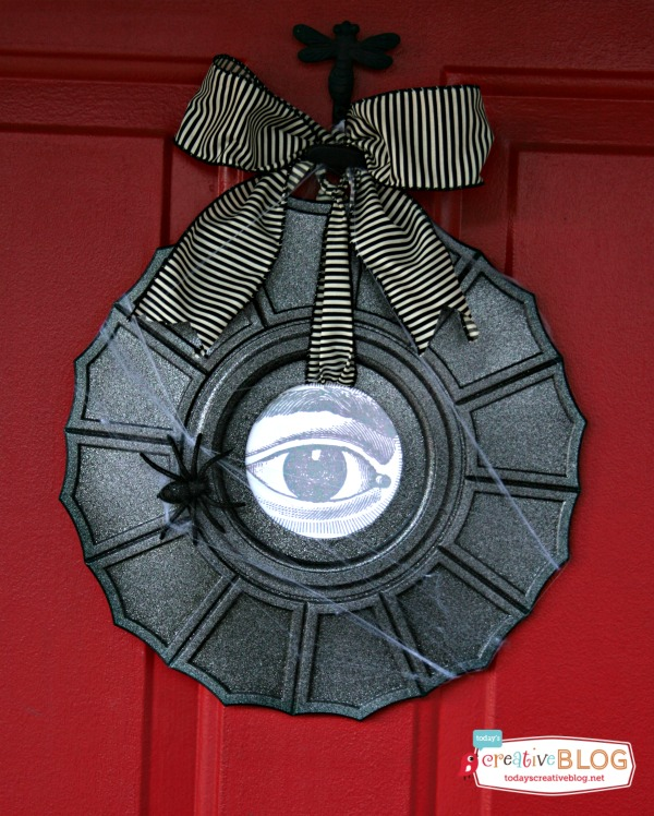 Ceiling Medallion Halloween Wreath | TodaysCreativeBlog.net