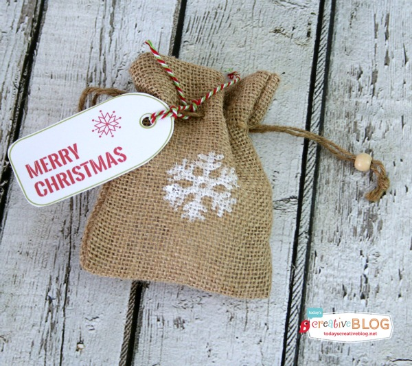 Holiday Stamped Bags | DIY Gift Bags | burlap gift bags | TodaysCreativeLife.com