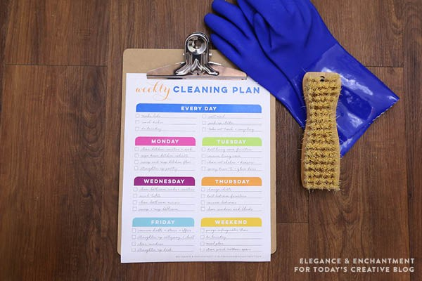 Free Printable Weekly Cleaning Schedule on TodaysCreativeLife.com