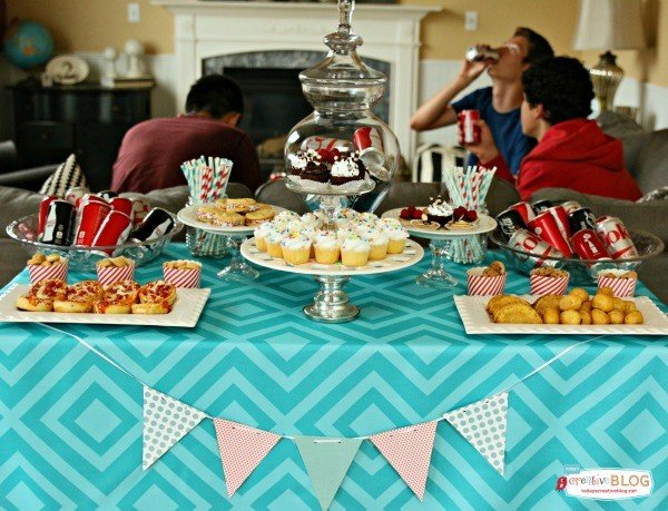 Throwing a Mini Birthday Party | TodaysCreativeBlog.net