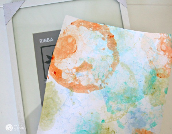 DIY Bubble Art Prints | DIY Wall Art | Creative wall art| See tutorial on TodaysCreativeLife.com