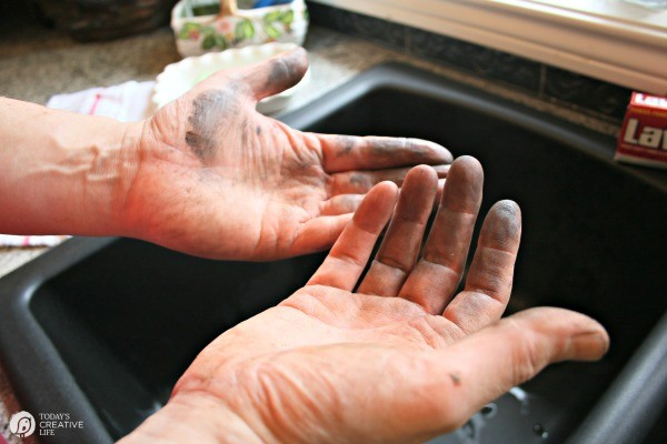 How to Clean Greasy Hands  | Find more creative ideas on TodaysCreativeLife.com