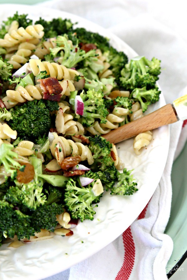 Broccoli Salad with Pasta | This summer salad is perfect as a side or all on it's own! | See more creative ideas on TodaysCreativeLife.com