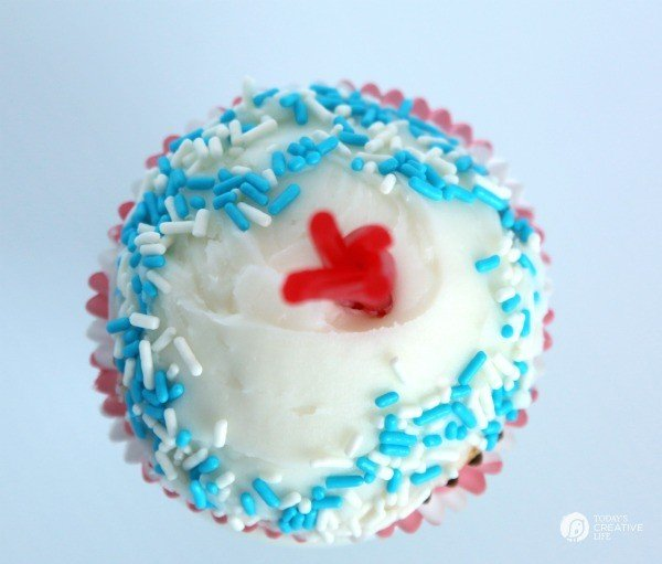 Buttermilk Firecracker Cupcakes, a patriotic dessert for 4th of July | The recipe is deliciously dense, moist and perfect for any occasion | See more on TodaysCreativeLife.com
