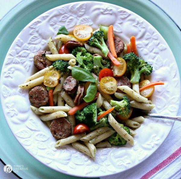 Easy Pasta Primavera Recipe from TodaysCreativeLife.com