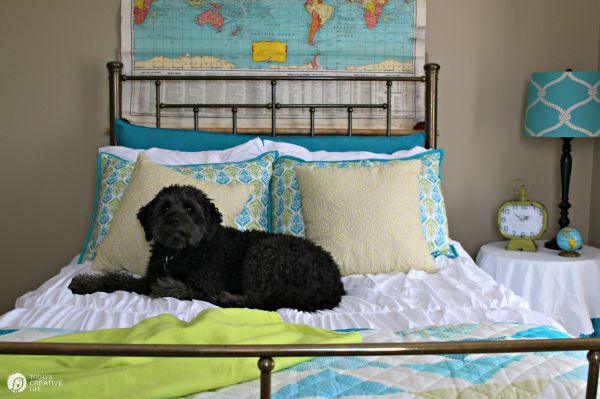 Guest Bedroom Makeover | Choose your style with Better Homes and Gardens | Come see my quick guest bedroom makeover full of color and comfort | TodaysCreativeLife.com